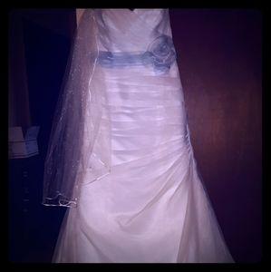 Davids Bridal Crystal Organza (SIZE 8)Bridal Gown